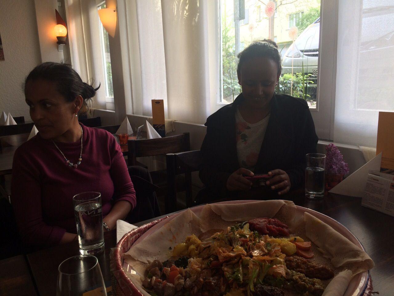 Essen im Restaurant Injera